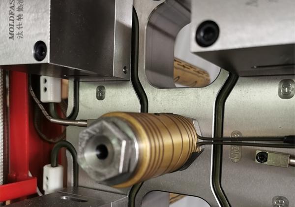 黑龙江 一出四整体油缸针阀热流道系统